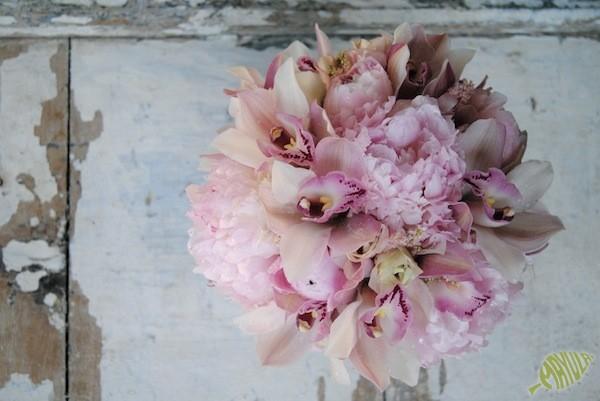 ramo de novia con rosas y orquídeas