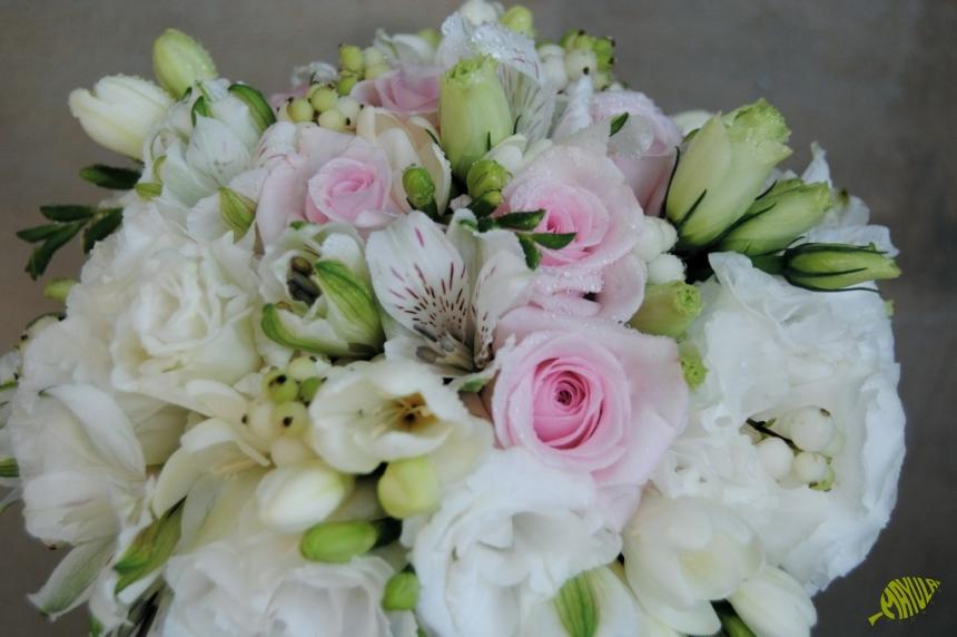 Ramo de novia en rosa y blanco Mayula flore