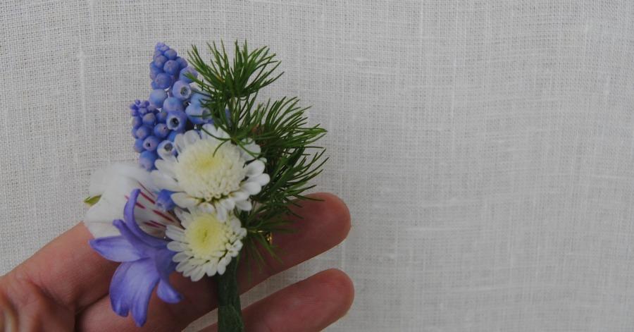 Prendido en blanco y azul Mayula flores
