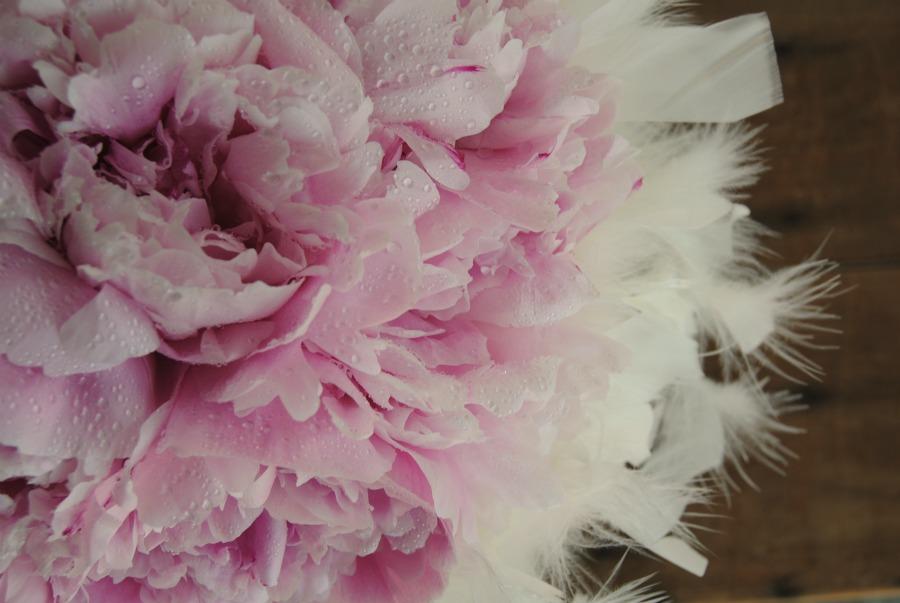 ramo-novia-peonias-pluma