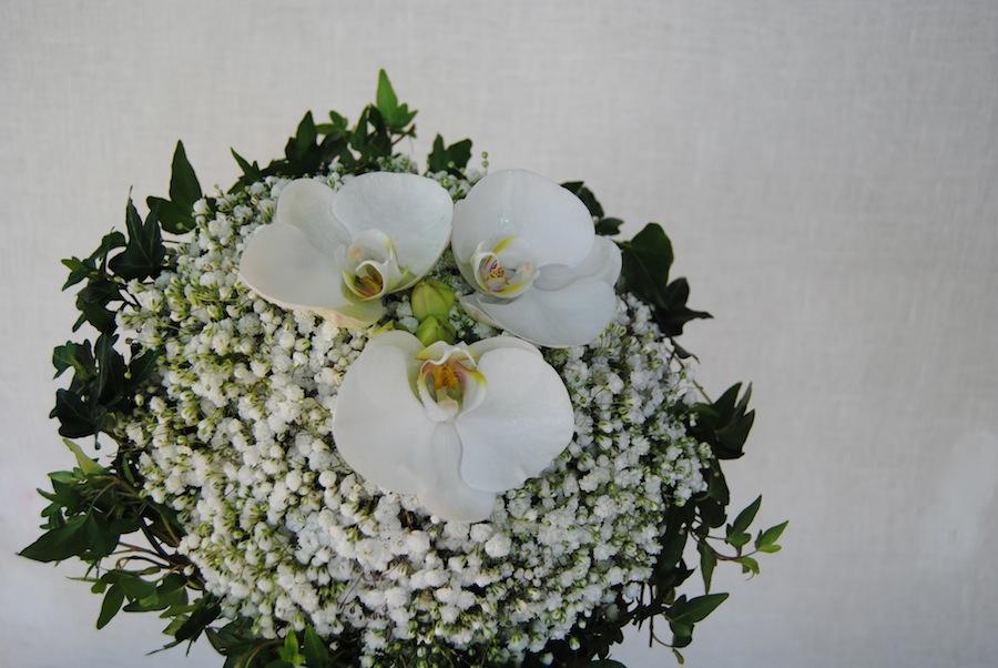 ramo de novia con paniculata orquideas y hiedra