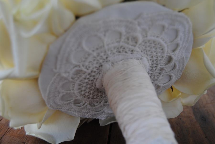 tallos de ramo de novia con encaje