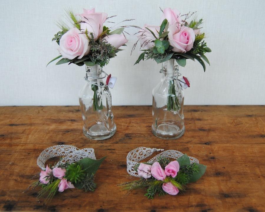 miniramos y pulseras flores a juego con el ramo