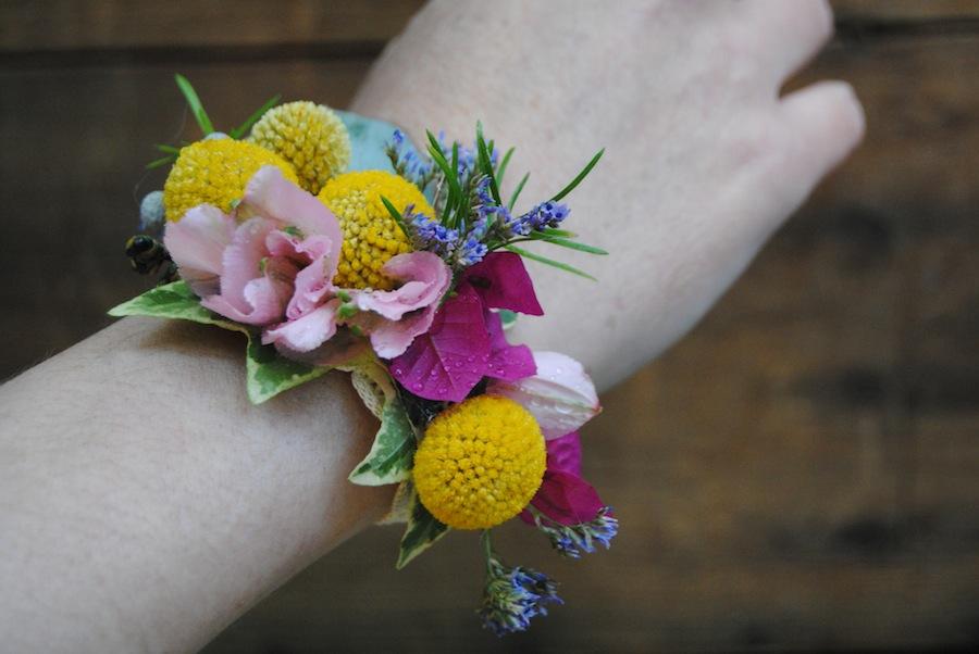 pulsera floral a juego con el ramo