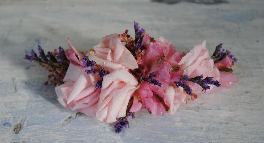 tocado pelo en flor natural con rosas
