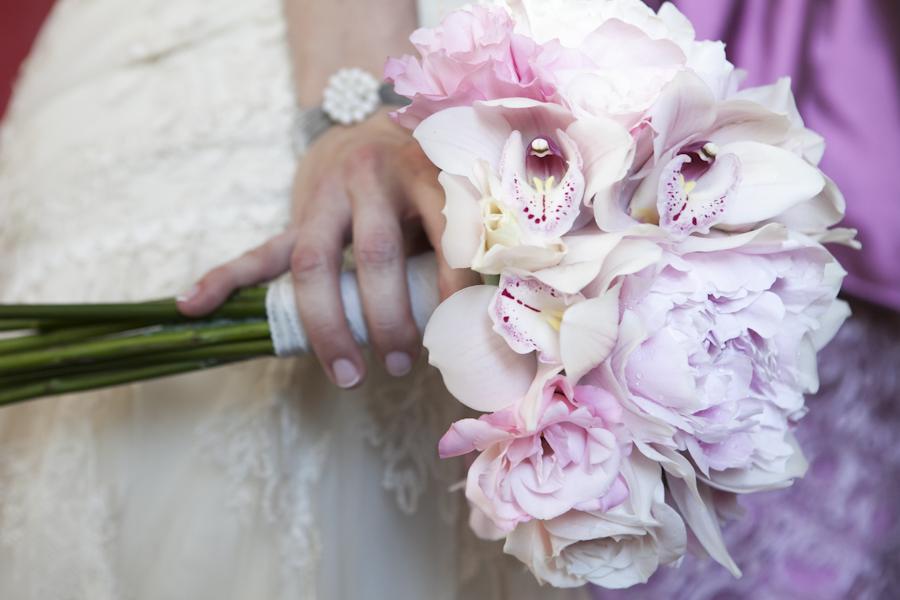 ramo de novia vintage con peonias y orquideas