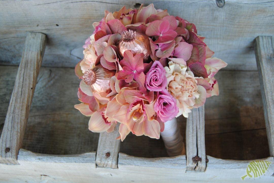 bouquet de novia vintage con hortensia
