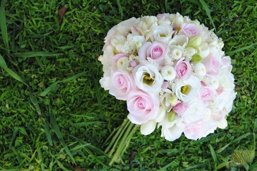 ramo de novia en blanco y rosa clásico