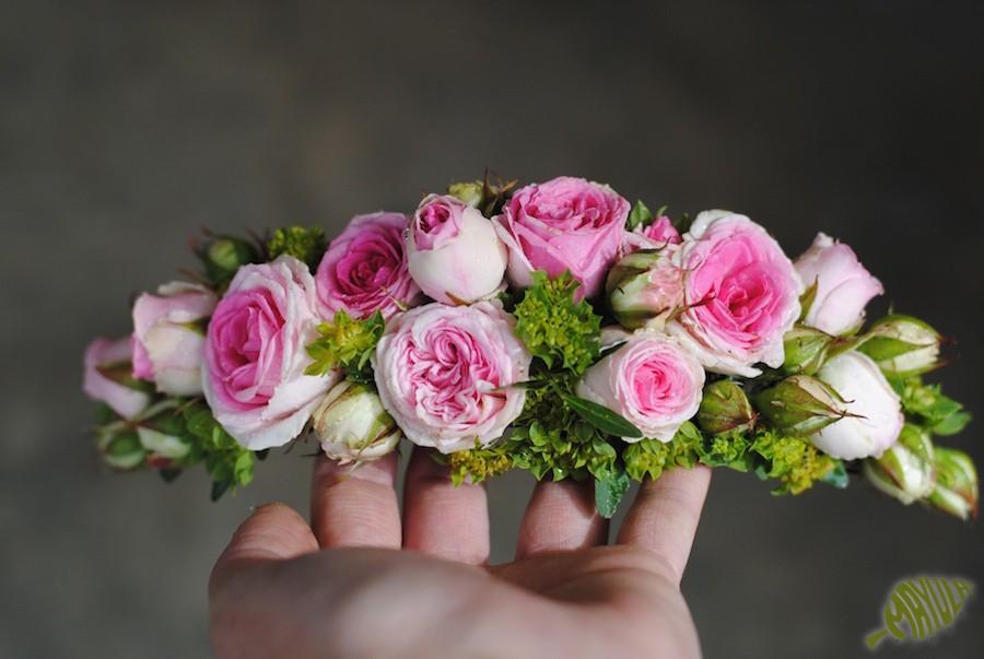 Tocados de pelo con flor natural - Mayula Flores. Floristería en ... cf8f3b0fa054