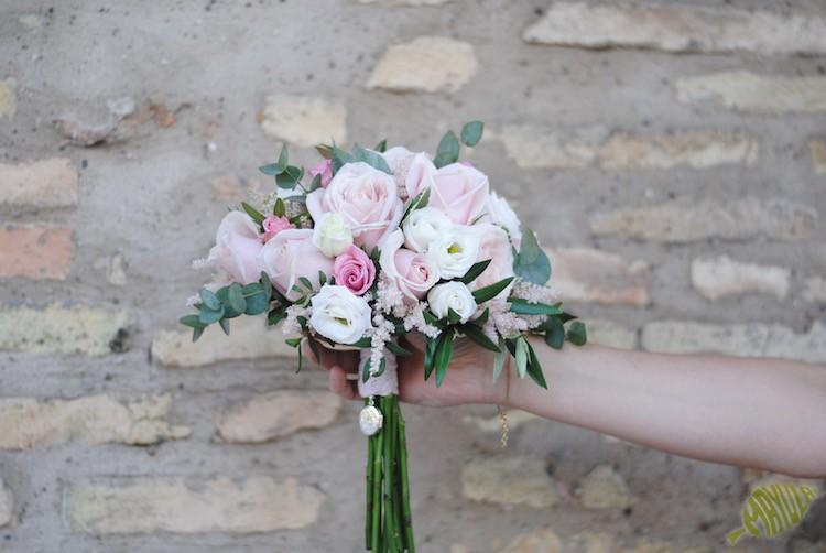 camafeo en ramo de novia con fotos mayula flores